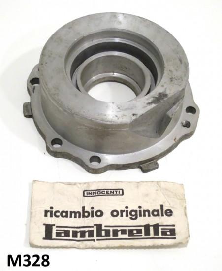 Flangia cuscinetto lato volano Lambretta J + Lui. Versione per cuscinetto a rulli.