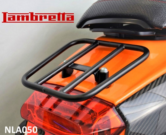 Portapacchi posteriore nero 'sportivo' (modello orizzontale) per Lambretta V-Special