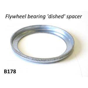 Distanziale (scodellino) a 'L' per cuscinetto albero motore all'interno della chiocciola volano