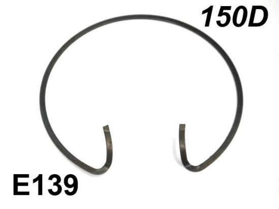 Spring clip for flywheel dust cover Lambretta D150