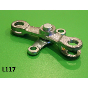 Gearchange swivel arm + base (on top of engine)